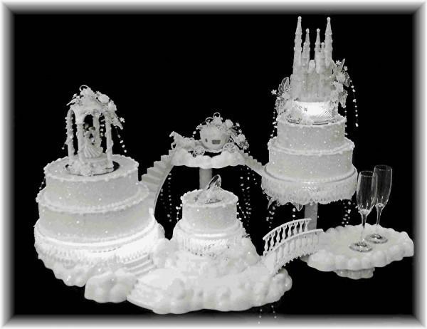 Torta nuziale a forma di castello matrimonio ideale for Piani a forma di l per piccoli lotti